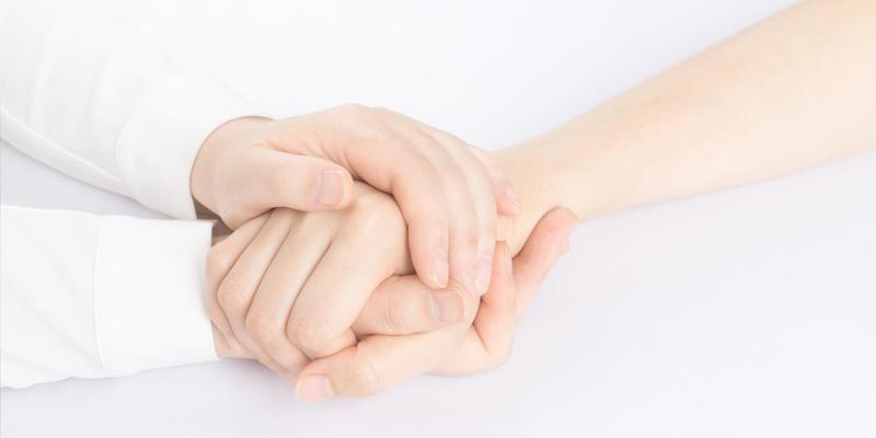 mani che rassicurano e contengono - empatia - counseling Counseling - benessere psicofisico - risorse personali - l'arte di aiutare ad aiutarsi -