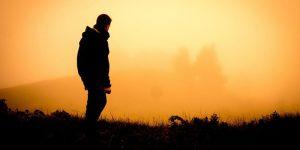 silohouette uomo al tramonto viaggio interiore me counselor