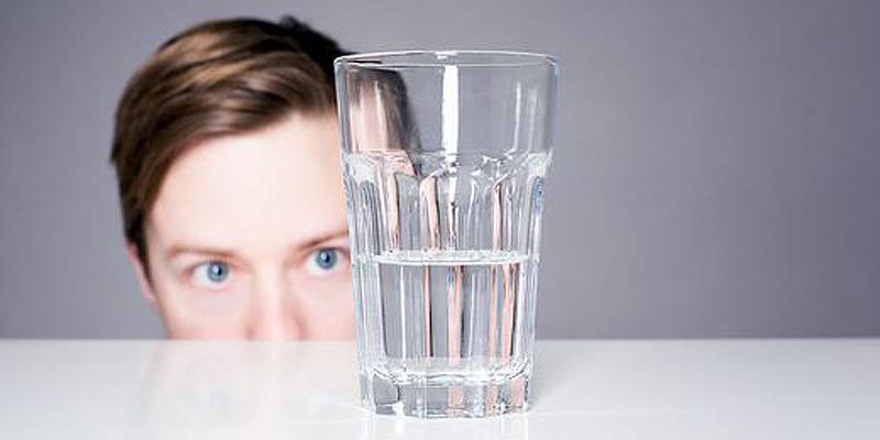 crea-la-vita-di-cui-andare-fiero-bicchiere-mezzo-pieno-o-mezzo-vuoto-blog-alberto-pomari