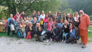 Foto di gruppo con Professori in malga giornata Meditazione Danzaterapia